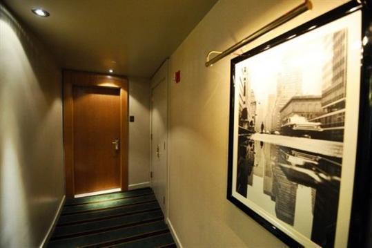 ©AFP / Jewel Samad La porte de la chambre 2806 au Sofitel de New York, où est descendu Dominique Strauss-Kahn, le 15 mai 2011