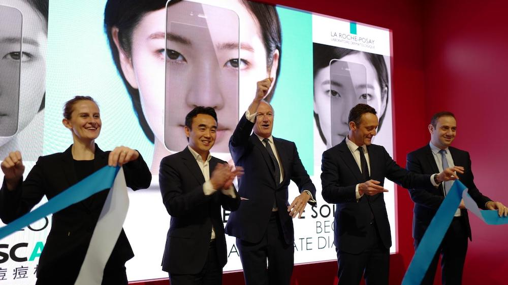 Lubomira ROCHET, CDO de L'Oréal Group, Yeming WANG, General Manager, Alibaba Cloud EMEA, Jean-PaulAGON, Chariman & CEO de L'Oréal Group, Stéphane Rinderknech, CEO de L'Oréal Chine, Fabrice Megarbane, nouveau CEO de L'Oréal China (à compter du 1er juillet)