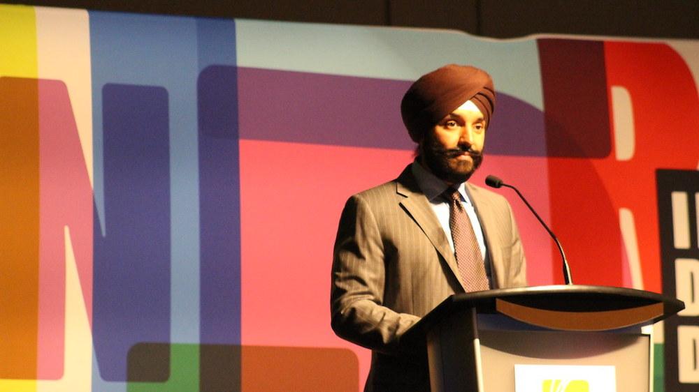 Le ministre Bains présente la Charte canadienne du numérique