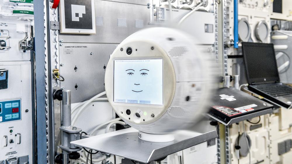 CIMON, l'assistant de l'astronaute basé sur l'IA, retourne dans l'espace avec plus d'intelligence émotionnelle