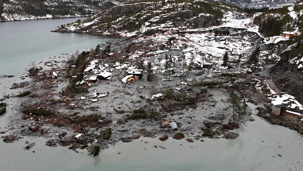 A Kattmarka, des bâtiments et un bout d'autoroute ont été emportés par les boues argileuses. © NGI