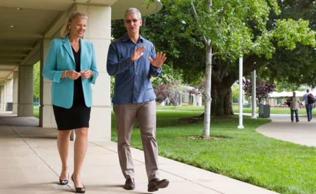 Ginni Rometty, CEO de IBM, et Tim Cook, CEO de Apple