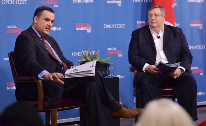 Photo Industrie Canada - 04/04/2014 - James Moore, Ministre de l'industrie du Canada, et le CEO de OpenText, Mark Barrenechea (à droite), lors de l'événement Digital Canada 150.