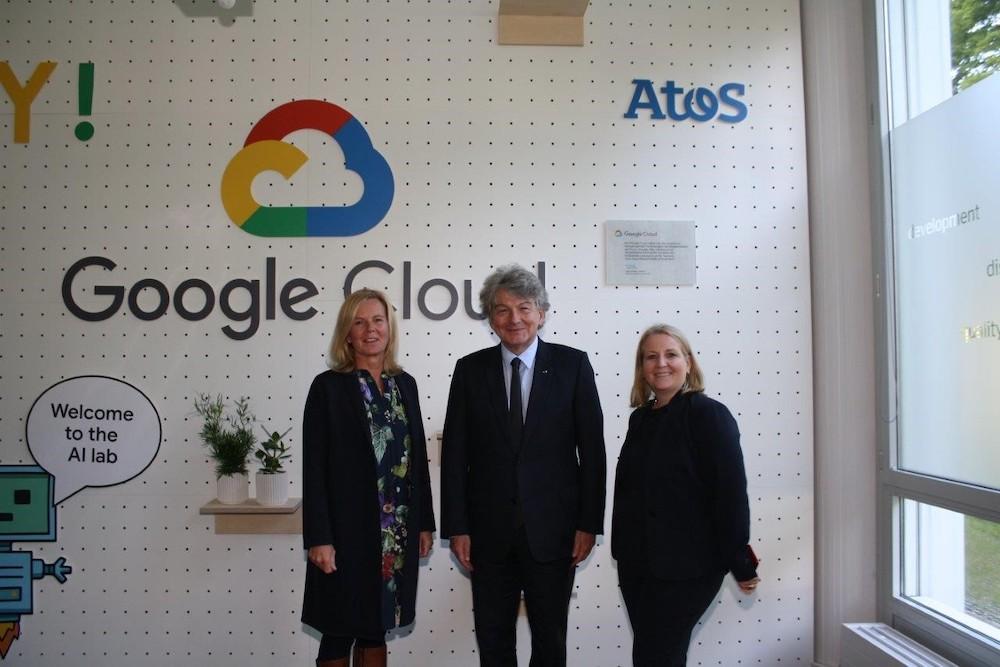 De gauche à droite : Annette Maier, Directrice Générale de Google Cloud DACH, Thierry Breton, Président-Directeur Général d'Atos et Ursula Morgenstern, directrice générale d'Atos en Allemagne