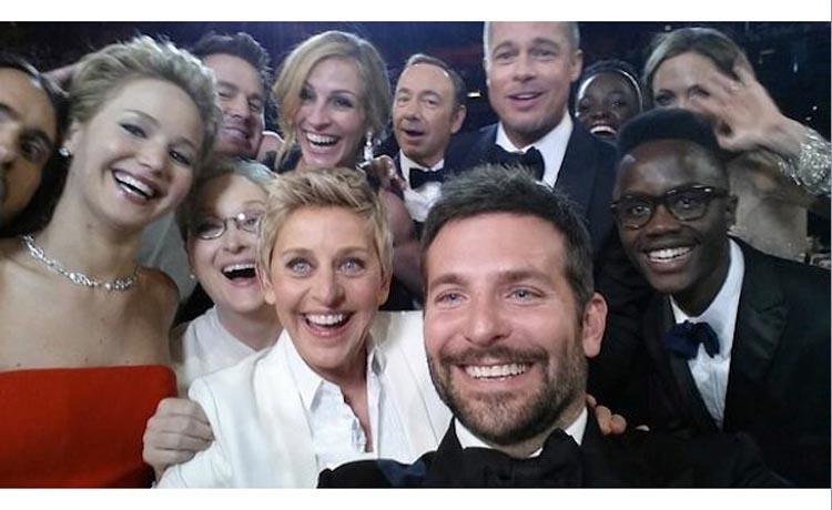 """La fameuse """"selfie"""" de la soirée des Oscars qui a fait """"exploser"""" Twitter"""